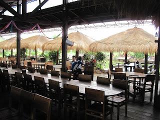 Saung Restoran Tepi laut