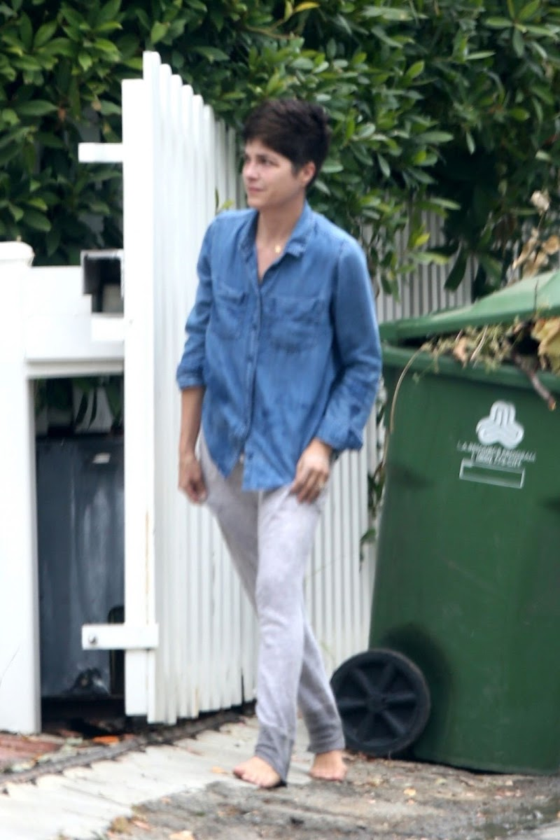 Selma Blair Take Out Trash on Her Birthday in Los Angeles 23 J un-2020