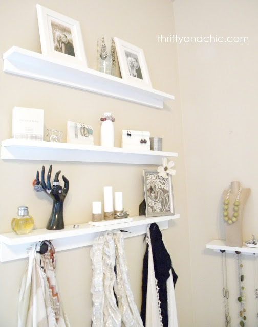 http://www.thriftyandchic.com/2012/06/simple-jewelry-displays.html