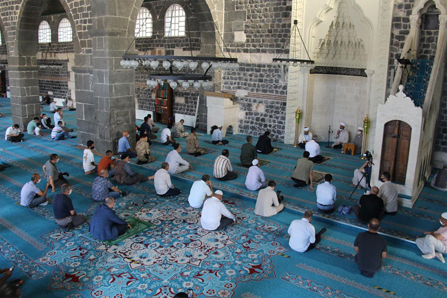 Diyarbakır Ulu Cami'de 15 Temmuz şehitleri için mevlit okutuldu