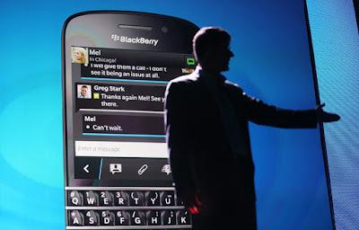 Uno de los puntos fuertes de WhatsApp y por el que se ha logrado popularizar de tal manera es su amplia compatibilidad con distintos dispositivos. Mientras a día de hoy la mayoría de los desarrolladores solo publican sus aplicaciones para iOS y Android, la app de mensajería sigue funcionando en viejos dispositivos con Windows Phone o Symbian, además de en BlackBerry OS. Pero en una decisión inesperada WhatsApp anunció que a principios de 2017 dejaría de dar servicio tanto a dispositivos con Android 2.1 y 2.2, Windows Phone 7, iOS 6, Nokia S40, Nokia Symbian S60, BlackBerry OS y BlackBerry