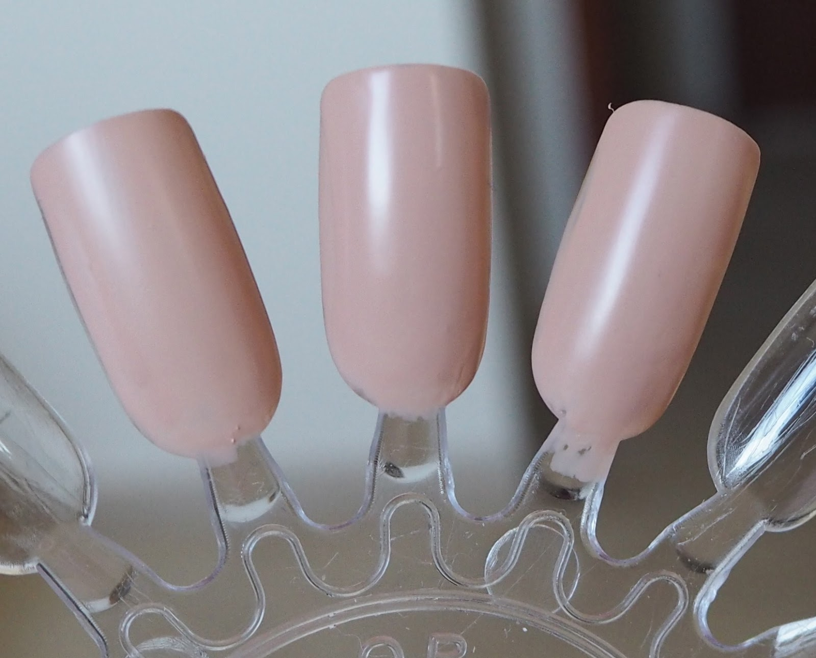 essie all eyes on nude