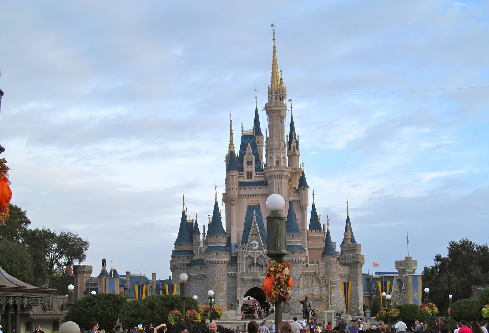Magic Kingdom - Cinderella's Castle - www.ouroutdoortravels.blogspot.com