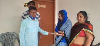 ग्रामीण अंचल के पत्रकारो ने स्व पत्रकार डी के सिंह के परिवार को आर्थिक सहायता उपलब्ध कराई