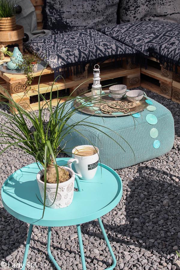 die Outdoor-Saison ist in vollem Gang und mit schönen und wetterresistenten Outdoormöbeln kann man diese Zeit doppelt genießen, Cane-Line Hocker Divine und Beistelltisch