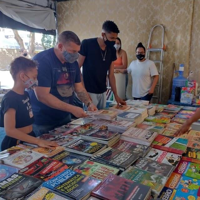 Vereador Paulinho Policial (PSD) visita Feira Popular do Livro