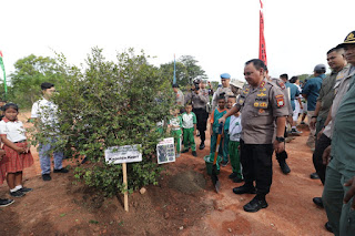 Polda Kepri Peduli Penghijauan, Melibatkan Anak Sekolah Menanam Pohon
