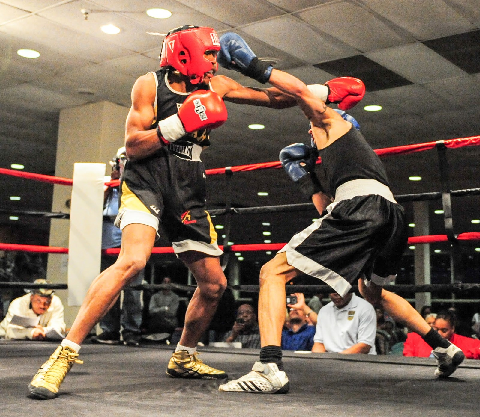 amateur golden gloves boxer