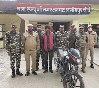 एस.एस.बी. व पुलिस की संयुक्त टीम ने चोरी की बाइक के साथ एक को किया गिरफ्तार