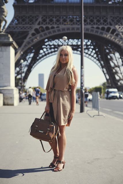 Photoshoot at Eiffel Tower