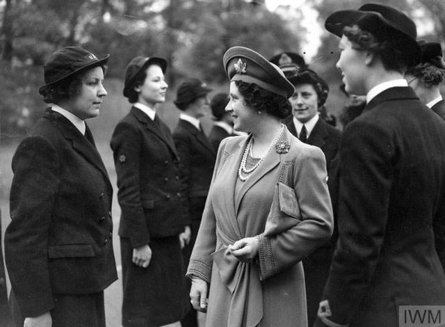 Queen Elizabeth inspects WRNS, 11 May 1942 worldwartwo.filminspector.com