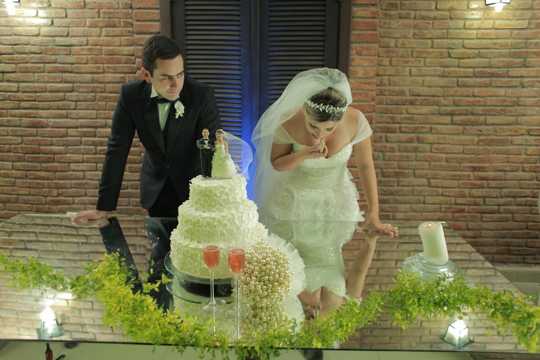 recepcao-noivos-mesa-bolo
