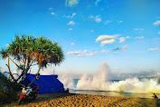 Suasana Eksotis Terpendam Di Pantai Ngampa