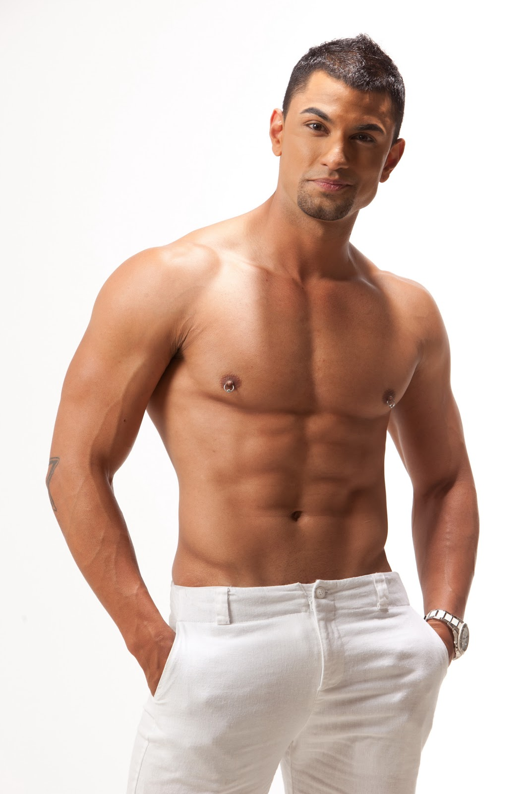 Tv With Thinus Rivals In Romance Presenter Jonaid Carrera -7513