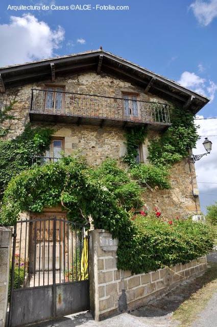 Vieja casa tipo chalet en Europa
