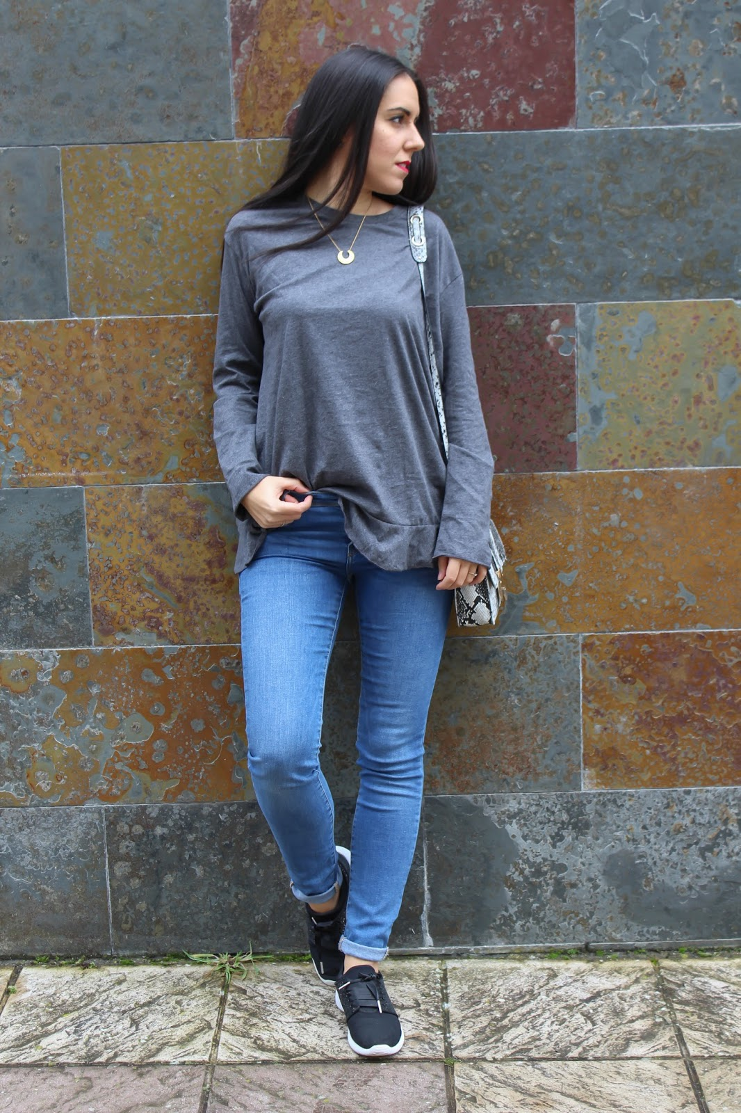 outfit gris