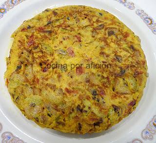 tortilla champiñones con calabacín y piquillos