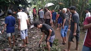 Antisipasi Banjir, Muspika Warungasem Bersama MasyarakatBersihkan Irigasi