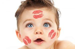 Öpücükler Bebeği Hasta Edebilir Mi?
