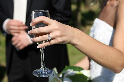 Panduan Wanita  untuk  Mendapatkan Cincin Pertunangan Berlian Impian Mereka