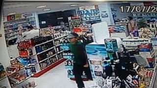 Dupla armada rende funcionário e rouba R$ 1 mil de uma farmácia em Cuité