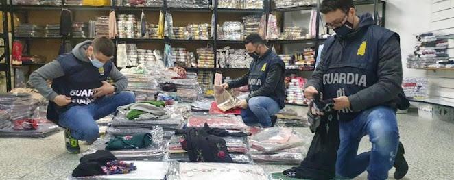 Vendute come maglie di cashmere, in realtà erano in poliestere e confezionate in Cina: frode per 5 milioni di euro