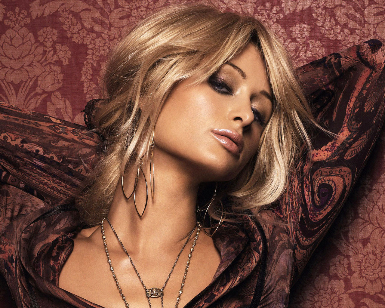 paris hilton hot wallpapers hollywood celebrity wallpapers hot wallpapers sexy pictures and. Black Bedroom Furniture Sets. Home Design Ideas