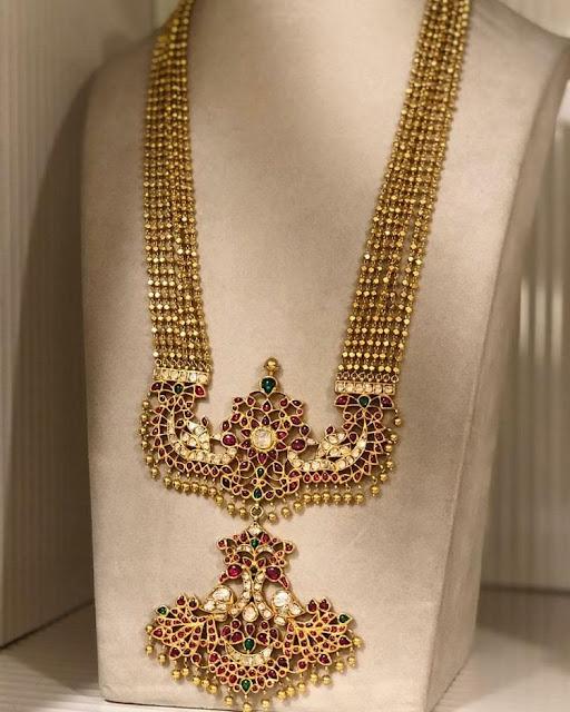 Small Gold Bits Set with Kundan Pendant