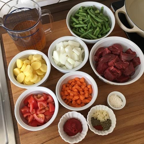 Gulasch-Topf mit grünen Bohnen & Kartoffeln