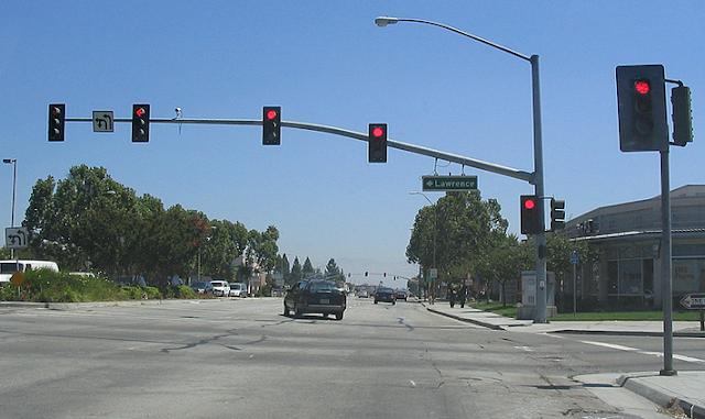 Trafic Light Yang Merupakan Alat Elektronika