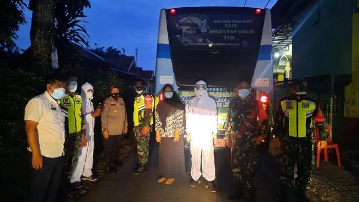 Muncul Klaster Shalat Tarawih di Banyumas, Epidemiolog: Pembatasan Pemerintah Tak Efektif!