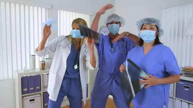 «Κακοί συνωμοσιολόγοι» τρύπωσαν σε ΜΕΘ νοσοκομείου για να δουν αν έχει ασθενείς