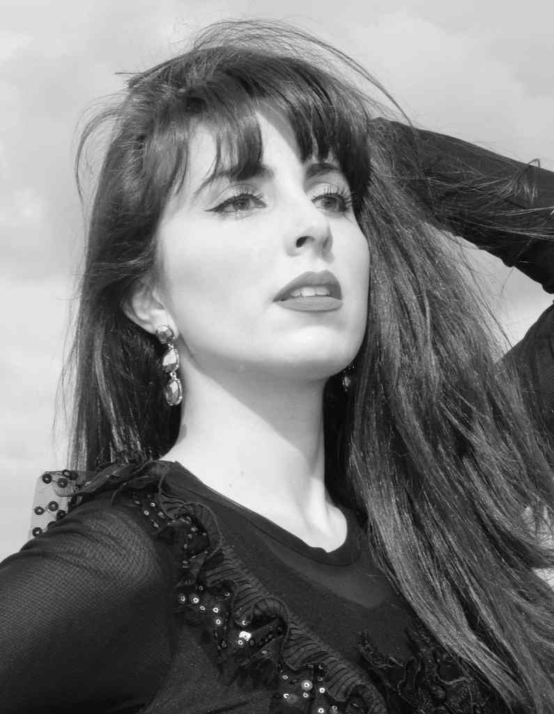"""A fadista Catarina Rocha encontra-se já em fase de preparação do seu novo álbum que sucederá a """"VIDA"""", e até que fique disponível ao público, apresentamos mais um single - """"Renascer"""", que terá edição digital a 29 de Janeiro."""