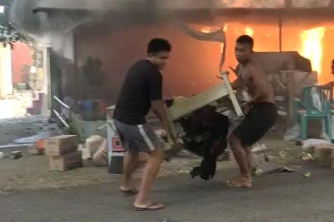 Kebakaran di Bone, Pemiliki Panik Selamatkan Barang, Warga Sibuk Dokumentasi