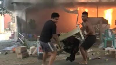 Kebakaran di Bone, Pemilik Panik Selamatkan Barang, Warga Sibuk Dokumentasi