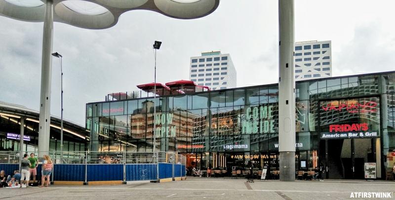 het paviljoen utrecht central station wagamama manneken pis vapiano tgi fridays