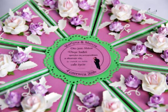 papierowy tort, pomysł na prezent na wesele, tort z różami, jak zapakować prezent na wesele, inspiracje weselne