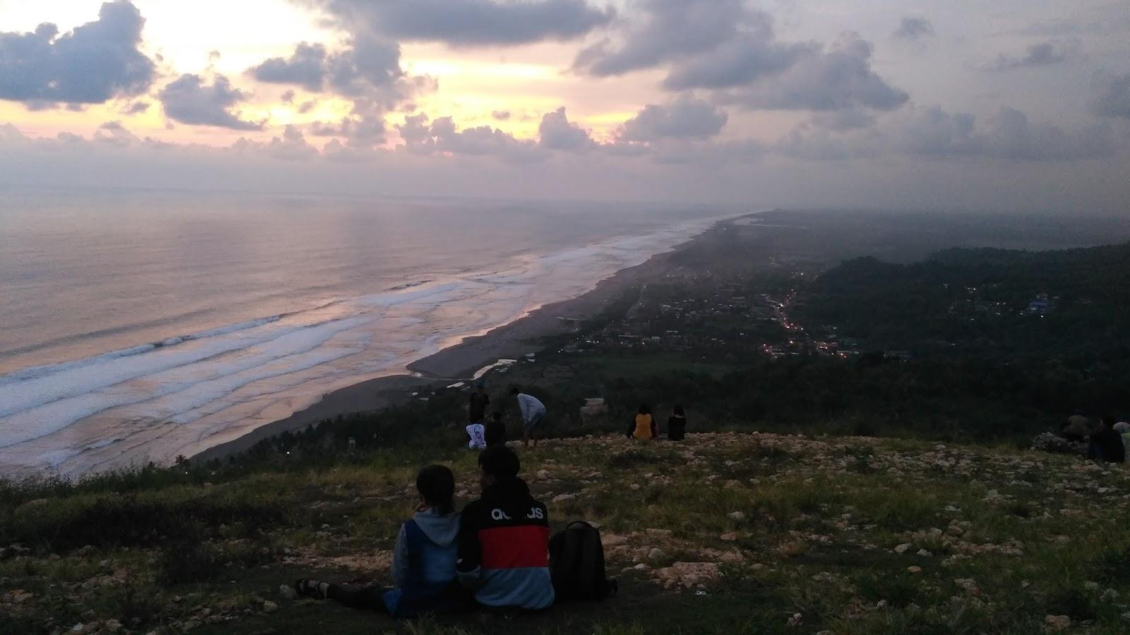 Menanti Senja Di Bukit Paralayang Watu Gupit Your Traveling Bae