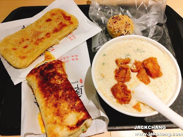 厚燒餅夾蛋、薄燒餅、鹹豆漿、蘿蔔絲餅