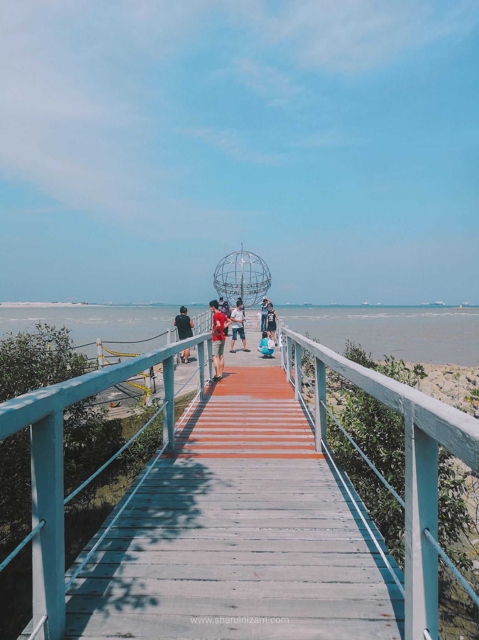 Berdiri Di Hujung Tanah Asia Di Tanjung Piai, Johor