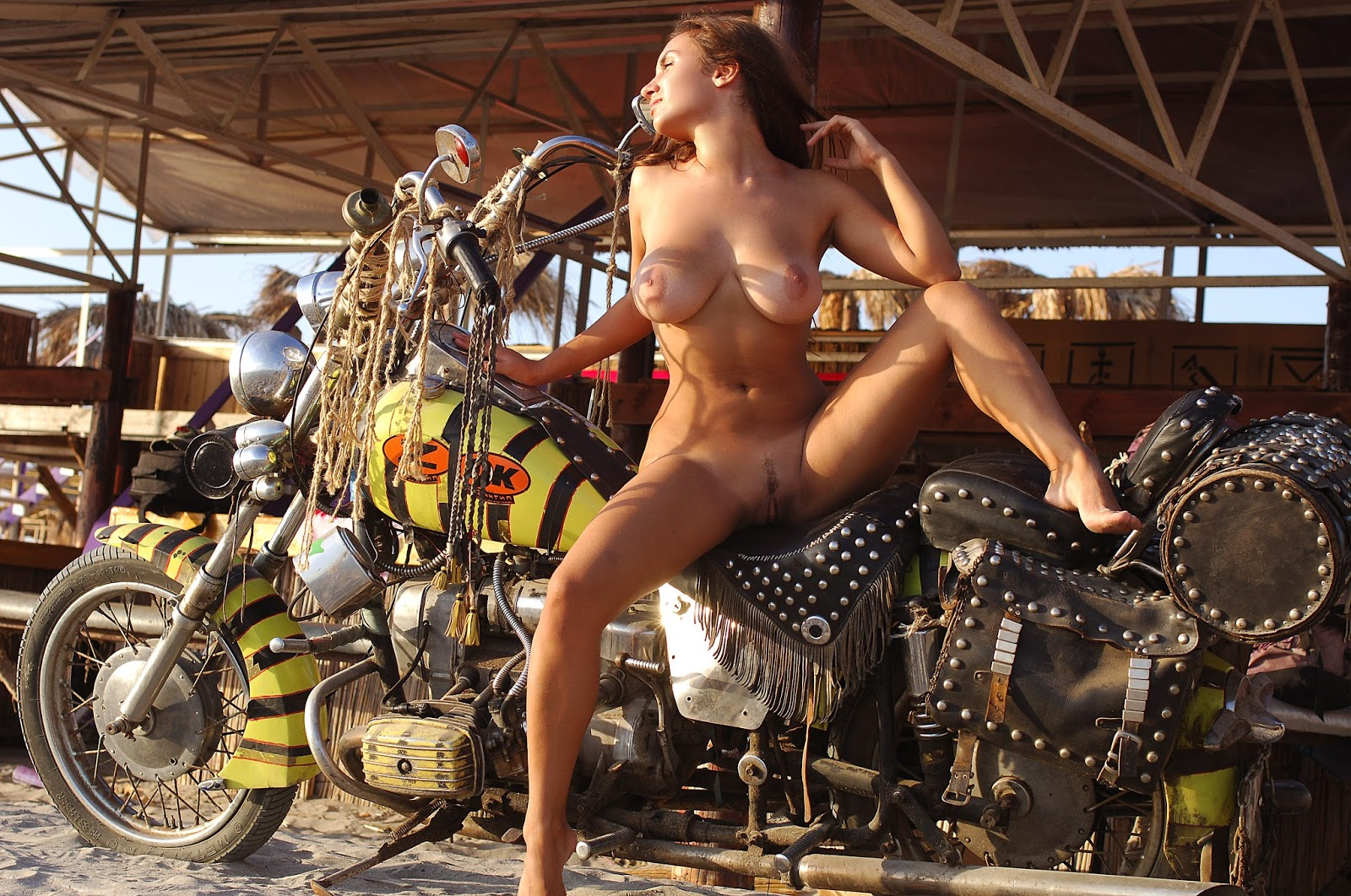 mototsikli-prikoli-golie-devki