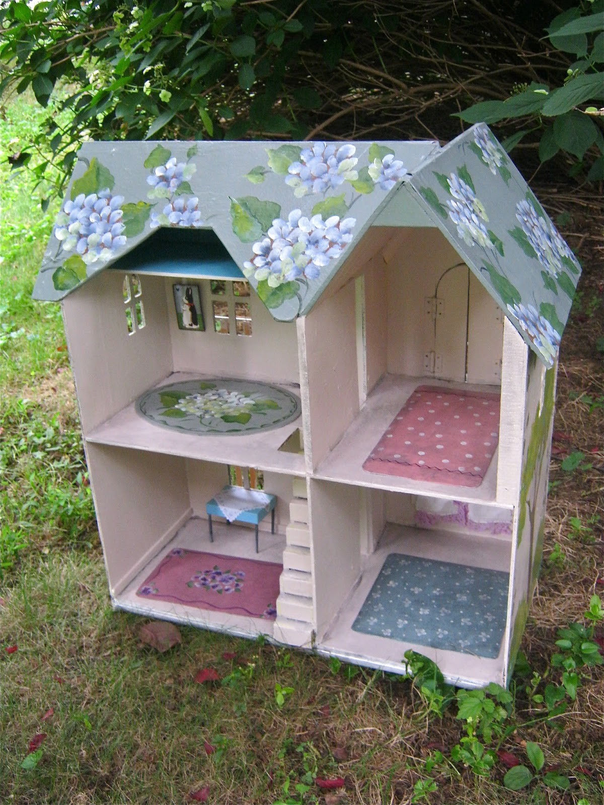 Sandy Mastroni Painted Dollhouse Hydrangea Cottage