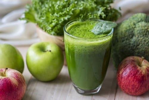 Suco de couve revigorante com maçã verde
