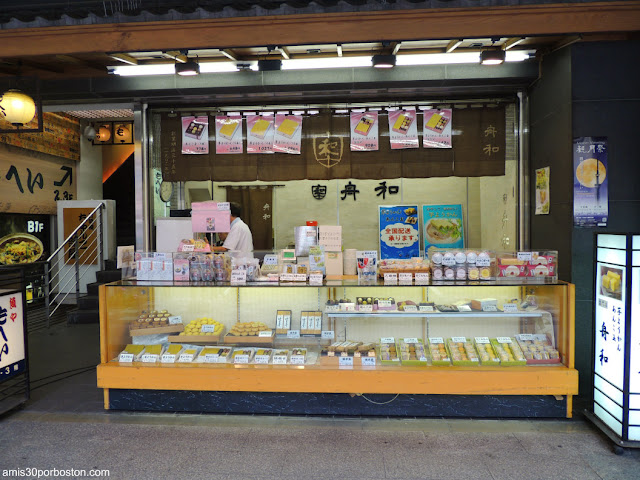 Pastelería en las Calles de Tokio, Japón