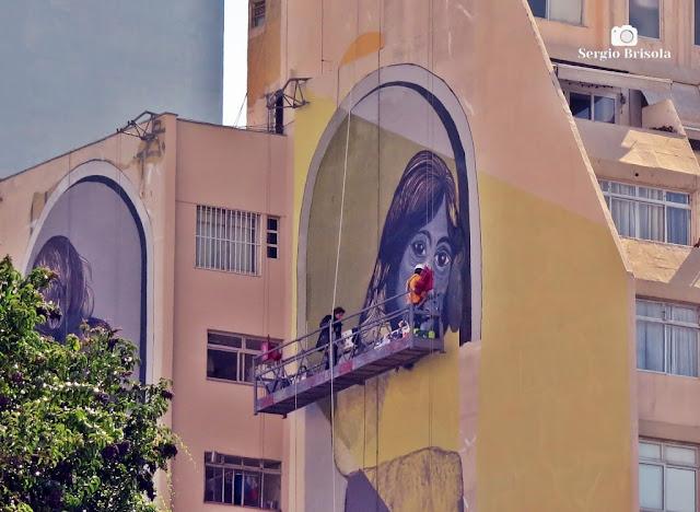 Close-up da execução de um Graffiti no Edifício Mazel - Higienópolis - São Paulo