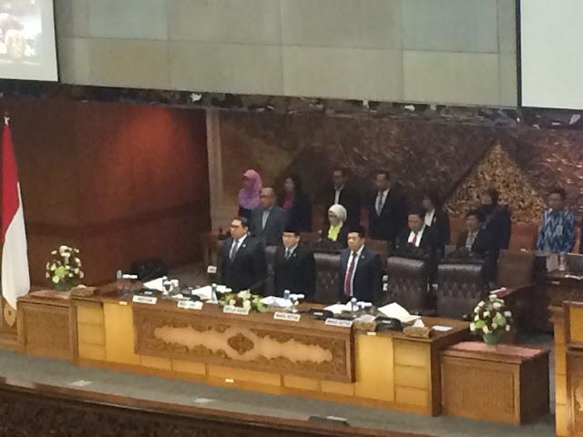 MEMALUKAN!!! Sudah Dipecat PKS, Fahri Hamzah Masih Duduki Kursi Pimpinan di Paripurna DPR