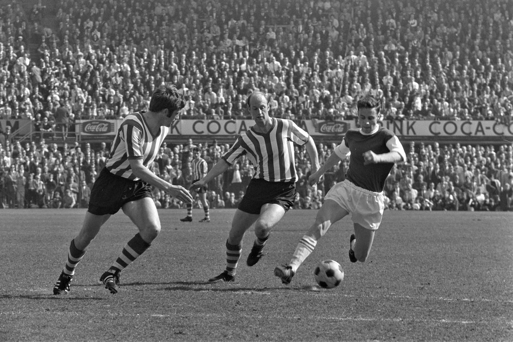 Ove Kindvall namens Feyenoord aan de bal tegen Sparta