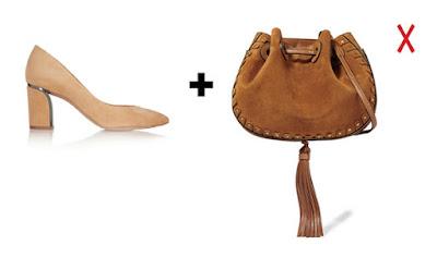 Коричневая замшеваяя сумка и бежевые замшевые туфли