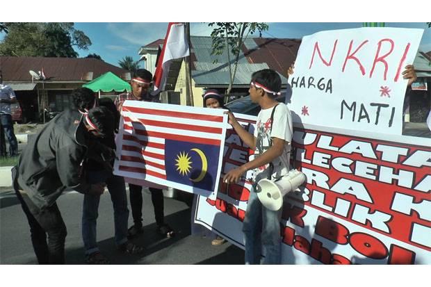Geram, Mahasiswa Aceh Bakar Bendera Malaysia