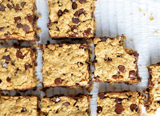 Oatmeal Chocolate Chip Bars #desserts #snacks